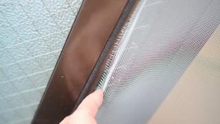 網戸を簡単に修理する方法