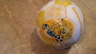 サッカーボールの空気の入れ方