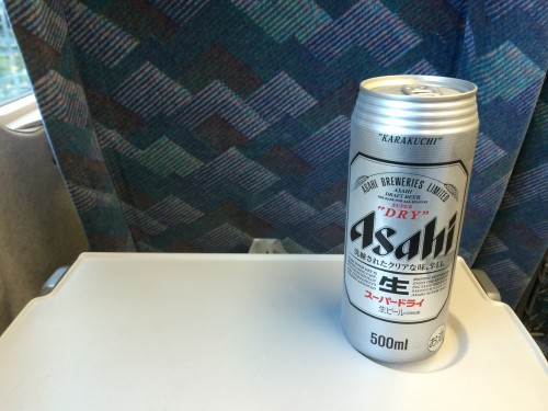 新幹線でビールで祝杯