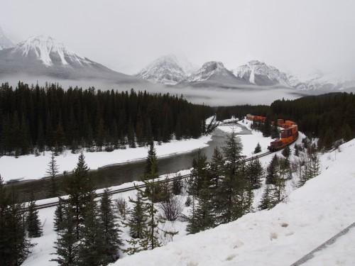 カナダの雪の中の鉄道