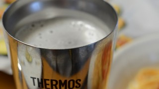 夏の暑い夜に冷たいビールを飲める幸せ