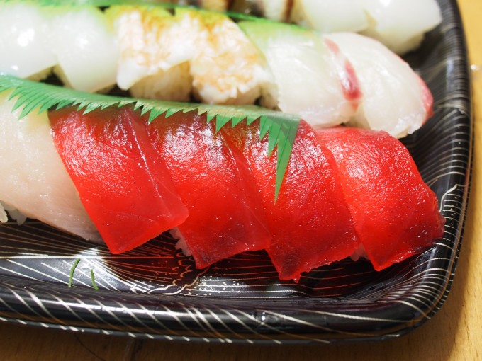 スシロー持ち帰り寿司のマグロ