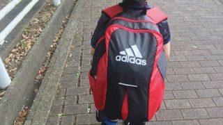 最近の子供用サッカーバッグは、リュックタイプ